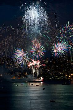 4th of July in Seattle - looks like I need to plan a trip here during this holiday season