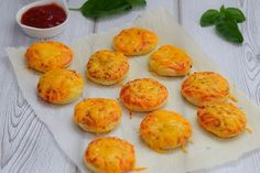 Mini Cheese Pizzas are so quick and easy to make and so versatile. You can top them up with any filling of your choice and great for the freezer too Vegetarian Tart, Vegetarian Cheese, Curry Pizza, Peanut Butter Sandwich, Lamb Curry, South African Recipes, Lunch Box Recipes, Tamarind, Caramelized Onions