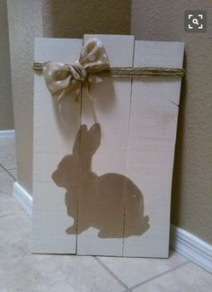 DIY Wooden Easter Signs and Decorations Spring Projects, Easter Projects, Spring Crafts, Easter Crafts, Holiday Crafts, Holiday Fun, Easter Decor, Easter Ideas, Holiday Signs