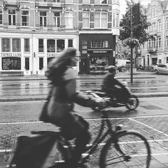 #lackoj #streetphoto #typicaldutch #bycicle #moped #blackandwhitephotography #woman #tkingsilike #market #amsterdam #dutch