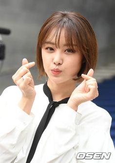 Song Ji Eun (Secret) - 2017 F/W HERA Seoul Fashion Week Pics