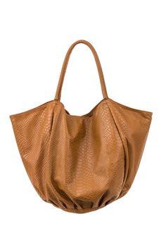 Sac shopping pour femme Camel en cuir dagneau imprimé serpent fabriqué en  France. Très léger 652c0420c22