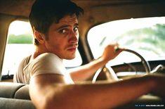 yeaahhhh!!!! Garrett Hedlund on the set of On The Road