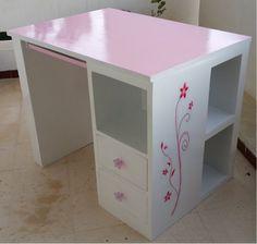 fabriquer un bureau en carton avec deux tiroirs et des niches latérales