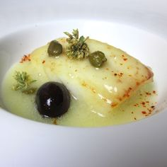 Cod with potatoes and black olives - cod recipes Cod Recipes, Fish Recipes, Seafood Recipes, Gourmet Recipes, Cooking Recipes, Fish Dishes, Seafood Dishes, How To Cook Fish, Weird Food