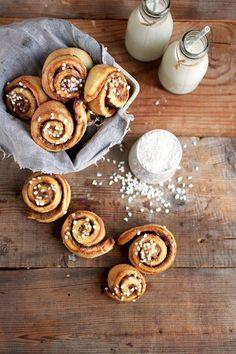 Kanelbulle: This food is very well known in Sweden. It's the perfect meal that they eat. Cinnamon Desserts, Cinnamon Recipes, Baking Recipes, Cake Recipes, Dessert Recipes, Yummy Recipes, Cinnamon Roll Icing, Cinnamon Rolls, Scandinavian Food