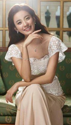 Han Hyo-joo (한효주) - Picture @ HanCinema :: The Korean Movie and Drama Database Pretty Asian, Beautiful Asian Women, Beautiful People, Korean Women, Korean Girl, Korean Beauty, Asian Beauty, Asian Woman, Asian Girl