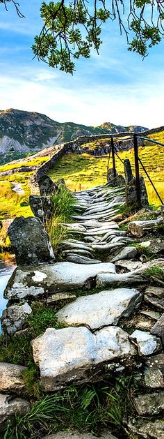 Slater's bridge, Little Langdale, Lake District Beautiful Places To Visit, Cool Places To Visit, Places To Travel, Places To Go, Travel Around The World, Around The Worlds, Landscape Photography, Landscape Photos, Pathways
