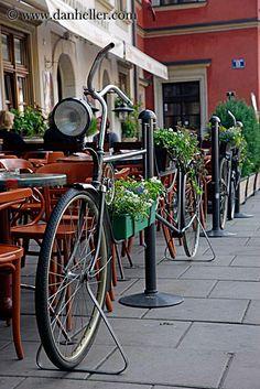 Bicycle bollard