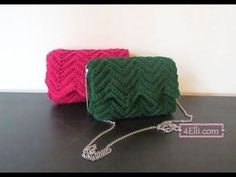 How to make a crochet ripple stitch bag materials: acrylic crochet yarn medium size and crochet hook. Easy Crochet Stitches, Crochet Simple, Free Crochet Bag, Crochet Clutch, Single Crochet Stitch, Crochet Handbags, Crochet Purses, Bead Crochet, Crochet Patterns