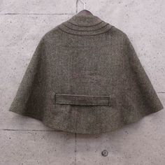 The back, Harris Tweed cape from Nygårdsanna