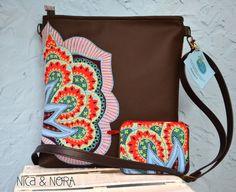 Bandolera Oasis con monedero a juego elaborada con tela y piel sintética en nuestro taller artesanal... Disponible en www.nicaynora.com