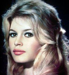 Brigitte Bardot, Photo by Sam Levin. Hollywood Glamour, Hollywood Actresses, Actors & Actresses, Hollywood Fashion, Beautiful Young Lady, Beautiful Gorgeous, Beautiful Redhead, Brigitte Bardot Young, Divas