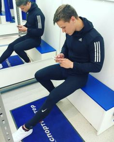 Men in Lycra, spandex, running and compression tights : Photo Gym Outfit Men, Lycra Men, Style Masculin, Mens Tights, Gym Style, Moda Fitness, Sport Pants, Athletic Wear, Sport Fashion