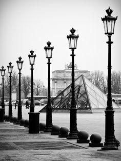 Les amis by Paolo Pizzimenti, le Louvre, Paris, France Great Places, Places To See, Tuileries Paris, Louvre Pyramid, Paris Black And White, Louvre Paris, Romantic Paris, Paris Ville, France Travel