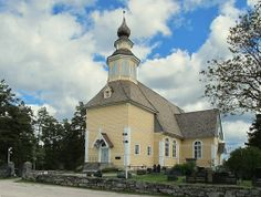 Tässä on meidän kaunis kirkkomme, Längelmäen kirkko, jossa kuntaliitoksen takia jumalanpalvelukset järjestävät Oriveden ja Jämsän seurakunnat. This is our beautiful church, Längelmäki church, with the consolidation of municipalities due to church services organize Orivesi and Jämsä parishes. Kuva/ Pic by▶ http://www.museokompassi.fi/wp-content/uploads/2010/10/02_kirkko-miia.jpg