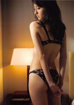 「HKT森保まどか(18)の1st写真集がエロい!色白の美脚とくびれがたまらん【エロ画像】」の画像 : 芸能エロチャンネル|グラビアやアイドルの水着画像などを毎日更新