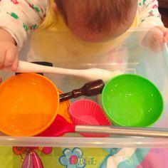 """Quarto post da série """"Atividades para bebês de 0 a 6 meses"""". O tema de hoje são as brincadeiras sensoriais."""