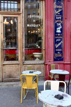 Café, Paris. Victoire Meneur