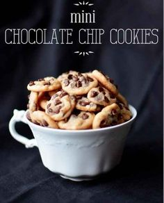 Mini Chocolate Chip Cookies | 19 Tiny Desserts You Can Eat In One Bite Bite Size Desserts, Mini Desserts, Chocolate Desserts, Cookie Desserts, Cookie Recipes, Just Desserts, Delicious Desserts, Dessert Recipes, Yummy Food
