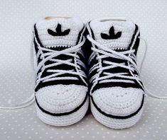 Cute sneakers, free pattern on Ravelry:
