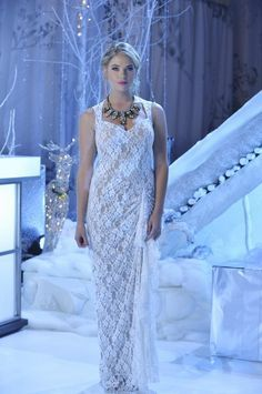 Hannah Marin - pretty little liars pll ice ball lace dress white dress prom dress statement necklace hanna marin ashley benson Pretty Little Liars Hanna, Pretty Little Liars Outfits, Pretty Outfits, Hanna Marin, Hanna Pll, Ashley Benson, Lucy Hale, Shay Mitchell, Pll Outfits