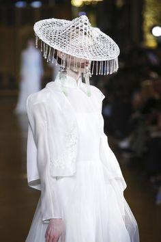 Heaven Gaia Ready To Wear Spring Summer 2017 Paris Live Fashion, Fashion Art, Fashion Outfits, Fashion Design, Couture Fashion, Runway Fashion, Mode Inspiration, Runway Models, Costume Design