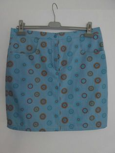 """Voici ma version de """"Je couds Mini-jupe"""" de Christelle Beneytout. Très bon patron : je vous en parle dans mon article. Couture, Voici, Casual Shorts, Creations, Women, Fashion, Micro Skirt, Quilt Block Patterns, Womens Fashion"""