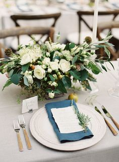 Secrets to making your rustic wedding stick out instead of becoming stale like the rest! #rustic #weddingdecor