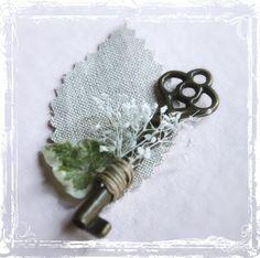 Skeleton Key Boutonniere - Groom Groomsmen Men Weddings Wedding Steampunk - Vintage Style Key To My Heart - Lapel Pin
