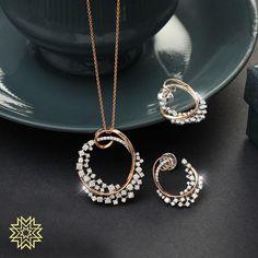 Diamond pendant sets - Irresistable Gold & Dimond Pendant Sets For Minimal Jewellery Lovers! Gold Jewelry Simple, Minimal Jewelry, Stylish Jewelry, Fashion Jewelry, Fancy Jewellery, Gold Jewellery Design, Diamond Jewellery, Vintage Jewellery, Diamond Rings