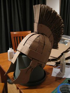 [partial] Making-of - cardboard Roman soldier helmet Cardboard Costume, Cardboard Mask, Cardboard Sculpture, Cardboard Crafts, Roman Soldier Helmet, Roman Soldier Costume, Roman Helmet, Roman Shield, Carton Diy
