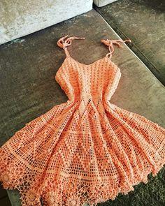 Popular crochet clothes for women dresses tank tops Crochet Short Dresses, Crochet Clothes, Crochet Flower Patterns, Crochet Lace, Clothing Patterns, Dress Patterns, Crochet Tank Tops, Popular Crochet, Crochet Woman