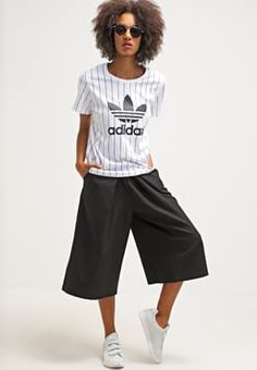 adidas Originals - BOYFRIEND - T-Shirt print - white/black