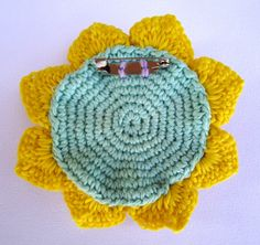 How to turn a flower into a brooch. Tutoiral for the circle on the back by Lovestitch.
