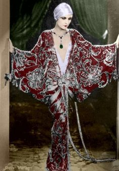 Old Fashioned Clothes : Evelyn Brent. Colorized by Luiz Adams. - Old Fashioned Clothes : Evelyn Brent. Colorized by Luiz Adams. Old Fashioned Clothes : Evelyn Bre - 1920s Fashion Women, Fashion Tips For Women, 80s Fashion, Art Deco Fashion, Fashion History, Vintage Fashion, Fashion Outfits, Fashion Design, Roaring 20s Fashion