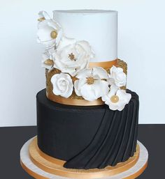 5 Star Wedding Directory is a handpicked collection of The World's best luxury wedding suppliers We have teamed up with the amazing fashion & online stores. Black And Gold Cake, White And Gold Wedding Cake, Blush Wedding Cakes, Big Wedding Cakes, Elegant Wedding Cakes, Beautiful Wedding Cakes, Beautiful Cakes, Black Gold, Black White