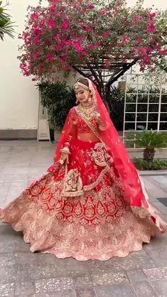 Indian Bridal Photos, Indian Bridal Outfits, Indian Bridal Fashion, Indian Bridal Wear, Latest Bridal Lehenga, Designer Bridal Lehenga, Indian Bridal Lehenga, Pakistani Wedding Dresses, Wedding Lehenga Designs