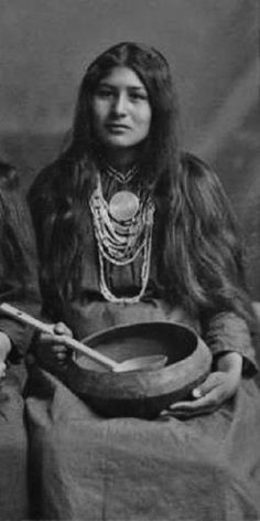 Looks like my oldest sister CoCo Muskogee/Creek queen Ella Monohwee - her family came to Oklahoma on the Trail of Tears Native American Images, Native American Beauty, Native American Tribes, American Indian Art, Native American History, American Indians, Native American Cherokee, American Symbols, Native Indian
