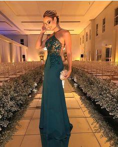 Pirey! 😜😍 . . . . . . . #fashion #vestido #party #partydress #linda #bride #longdress #fashiondress #vestidodefesta #divo #vestidolindo #comfy #vestidosdeluxo #amazing #vestidolongo #vestidosereia #vestidodivo #exclusividade #vestidosexclusivos #vestidaparamatar #montesclaros #belohorizonte