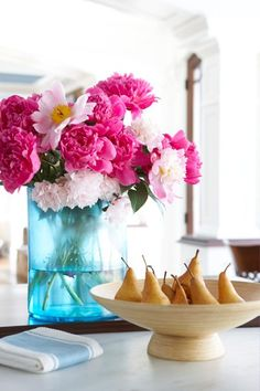 Hand Picked: Gathering and Displaying June Flowers - New England Home Magazine