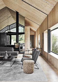 Photo 4 of 12 in A Hotelier Realizes a Modern Barn For His Family's Retreat in South Africa - Dwell Contemporary Barn, Contemporary Interior Design, Ideas Cabaña, Two Sided Fireplace, Interior Design Examples, Modern Barn House, Casas Containers, Fireplace Design, Exterior Design