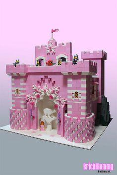 Man -kunne- jo bygge det i andet end pink klodser Legos, Interlocking Bricks, Pink Castle, Lego Boards, Lego Construction, Lego Castle, Lego Storage, Lego Design, Lego