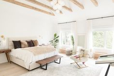 Erin Kleinberg, the co-founder of the Coveteur, shows us her stunning minimal home.