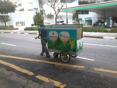 Atividade com o carrinho elétrico nas ruas.