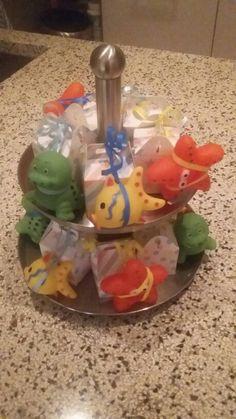 Traktatie kinderdagverblijf klein cadeaudoosje met rozijntjes en een badeendje