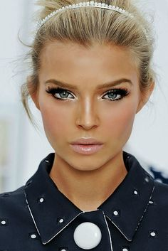 2012 Louis Vuitton Spring/Summer Makeup Trends…love her makeup! Beauty Make-up, Beauty And Fashion, Beauty Hacks, Hair Beauty, Beauty Tips, Vogue Beauty, Chanel Beauty, Beauty Style, Makeup Trends