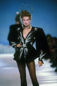 The 80s had the most insane wizarding robes. (Thierry Mugler prêt-a-porter, fall/winter 84-85)