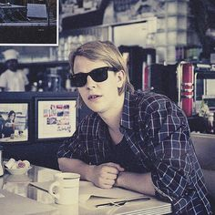 Tom Odell has style. Are those Wayfarers?