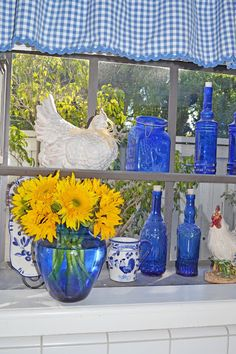 My Painted Garden blog - While I have wanted a green/ yellow kitchen, this might work with the open kitchen/ living room area...since the living room has a blue color scheme.